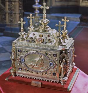 Ковчег со святыми мощами великомученика Пантелеимона