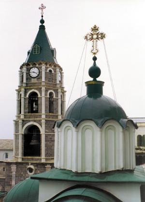 Кресты с исихастской «звездой» на куполах храмов Русского Афонского Свято-Пантелеимонова монастыря