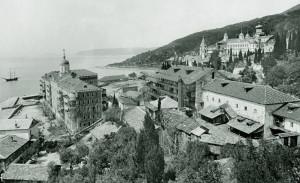 Вид Русского Свято-Пантелеимонова монастыря в начале XX в.