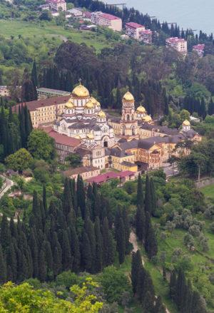 . Ново-Афонский Симоно-Кананитский монастырь. Вид с Иверской (Анакопийской) горы