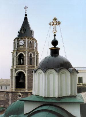 Кресты на куполах Свято-Пантелеимоновой обители