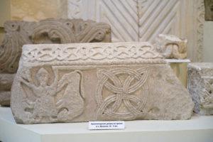 Фрагменты декора других раннесредневековых храмов. Музей истории Сочи.
