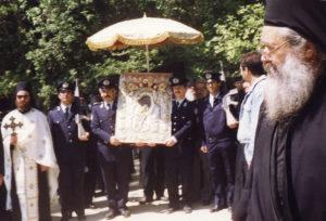 Крестный ход с иконой Божией Матери «Достойно есть» в понедельник Светлой седмицы. 1997 г.